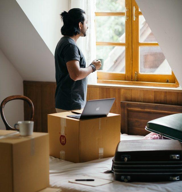 Een nieuw bed naar je slaapkamer brengen? Huur een verhuislift
